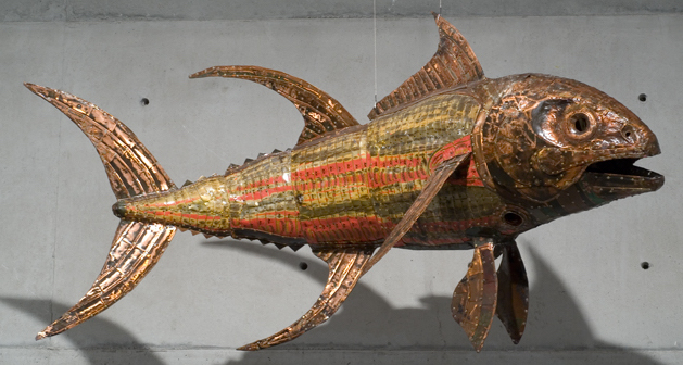 Michael Tuffery, <em>Asiasi [Yellowfin] II (2000)</em>, fish cans, copper, aluminium and polyurethane, 60 x 250 x 100 cm (Museum of New Zealand Te Papa Tongarewa Collection) ©Michael Tuffery