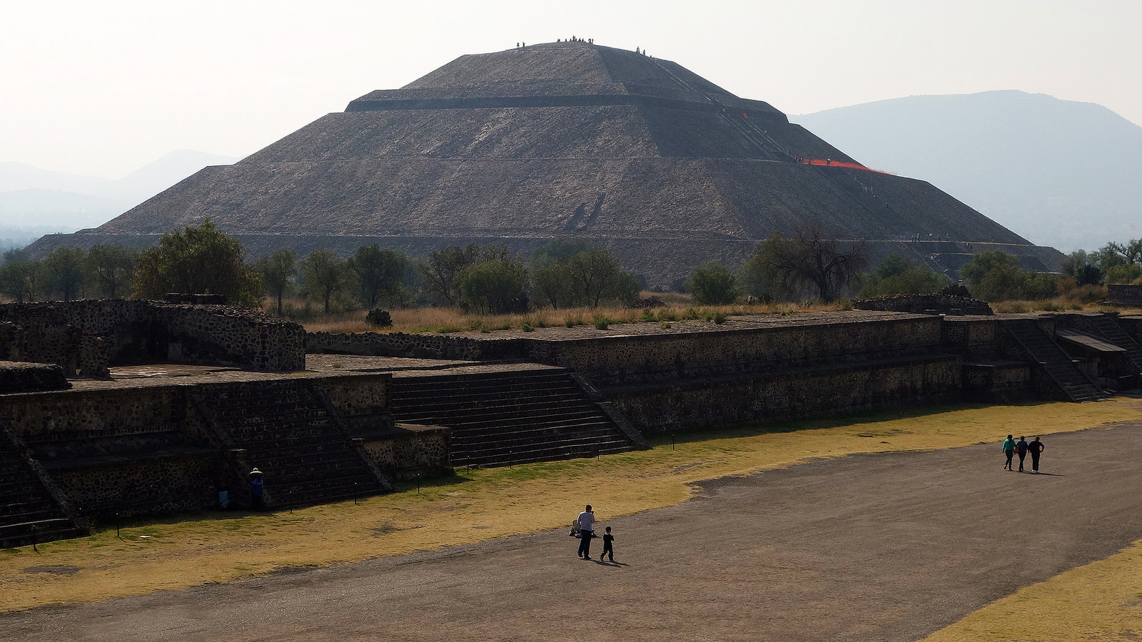 Pyramid of the Sun and the Avenue of the Dead, Teōtīhuacān