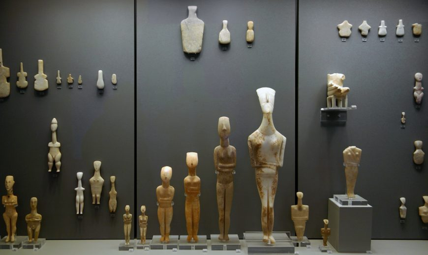 Cycladic period figures, marble, (National Archaeological Museum, Athens)