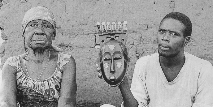 Moya Yanso and her grandson holding the portrait mask, 1971