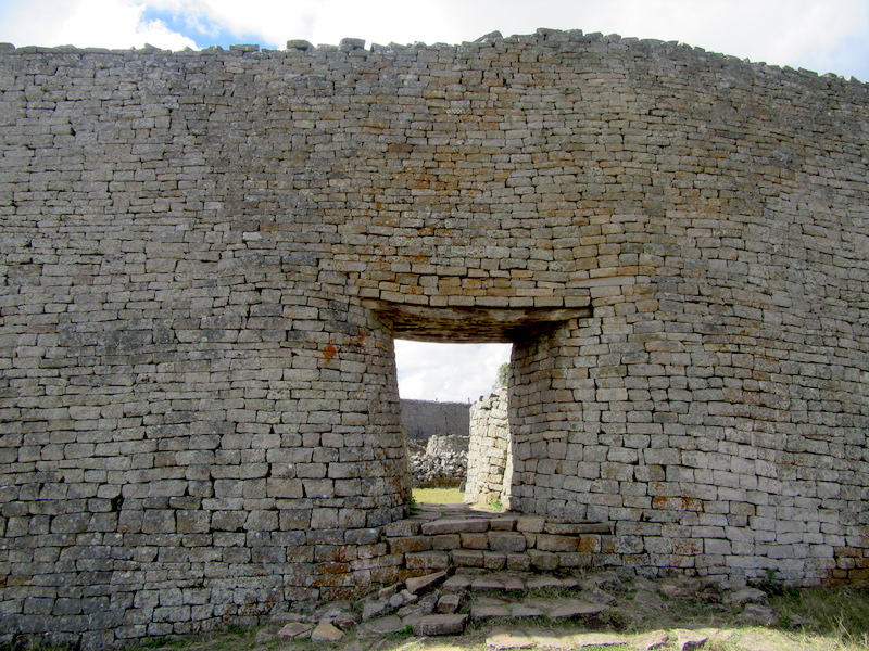 Great Enclosure entrance (restored), Great Zimbabwe (photo: Mandy, CC BY 2.0)