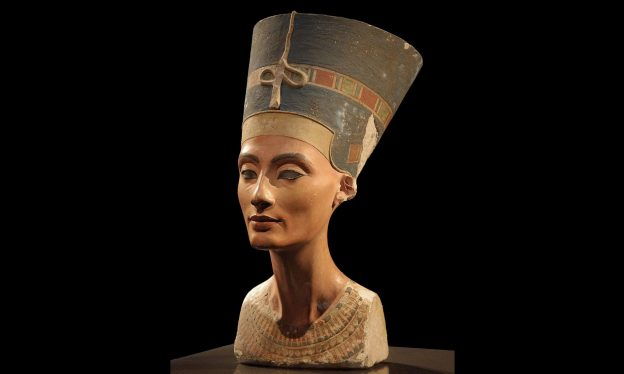 Thutmose, Model Bust of Queen Nefertiti, c. 1340 BCE, limestone and plaster, New Kingdom, 18th dynasty, Amarna Period (Egyptian Museum and Papyrus Collection/Neues Museum, Berlin)