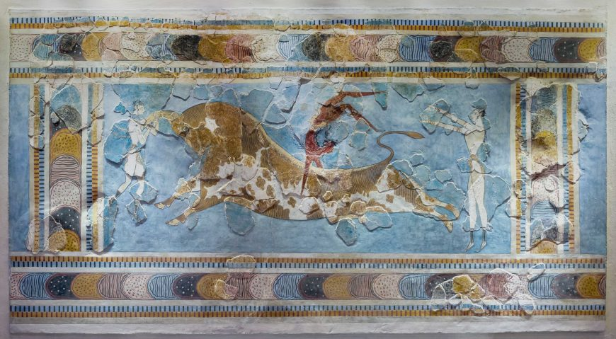 Bull-leaping fresco from the east wing of the palace of Knossos (reconstructed), c. 1400 B.C.E., fresco, 78 cm high (Archaeological Museum of Heraklion, photo: Jebulon, CC0)