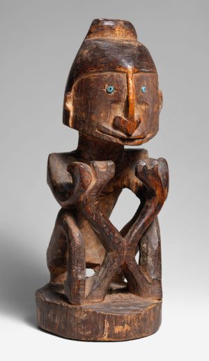 Ancestor Figure (<em>Korwar</em>), late 19th–early 20th century, Indonesia, Papua Province (Irian Jaya), Cenderawasih Bay region, in northwest New Guinea, wood and glass beads, 26 cm high (The Metropolitan Museum of Art)
