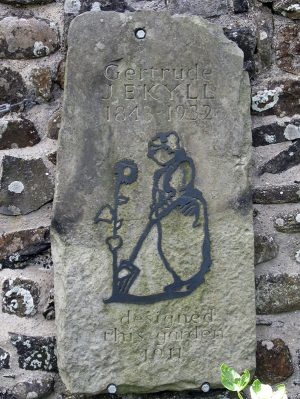 A memorial plaque for Gertrude Jekyll in a garden she designed at Lindisfarne (image: M J Richardson CC BY-SA 2.0)