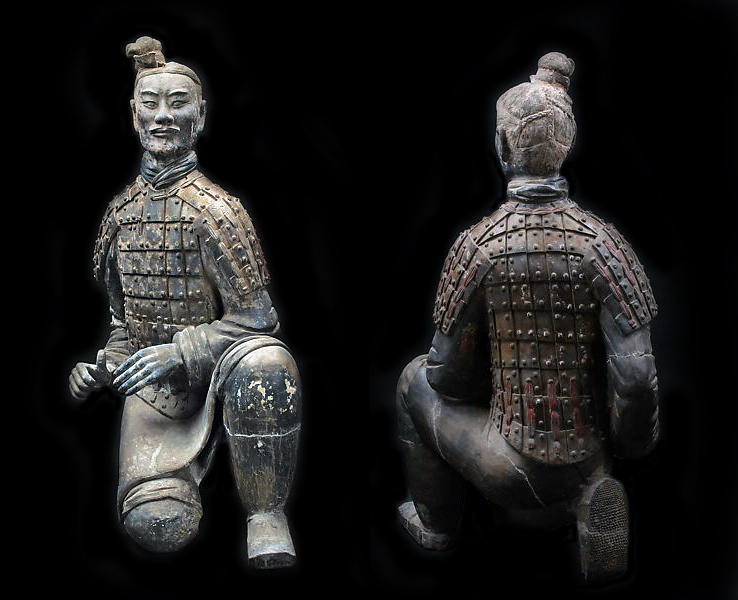Front and back view of Kneeling Archer, Mausoleum of Emperor Qin Shi Huangdi (The Metropolitan Museum of Art, photo: public domain)