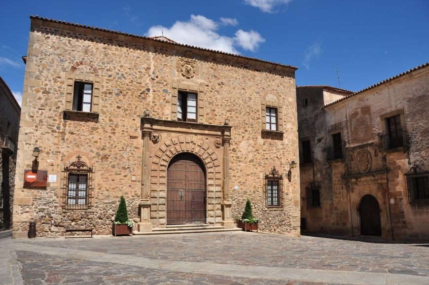 Episcopal Palace, Cáceres, Spain, 13th to the 17th century, with a renaissance façade (image: Wikimedia Commons)