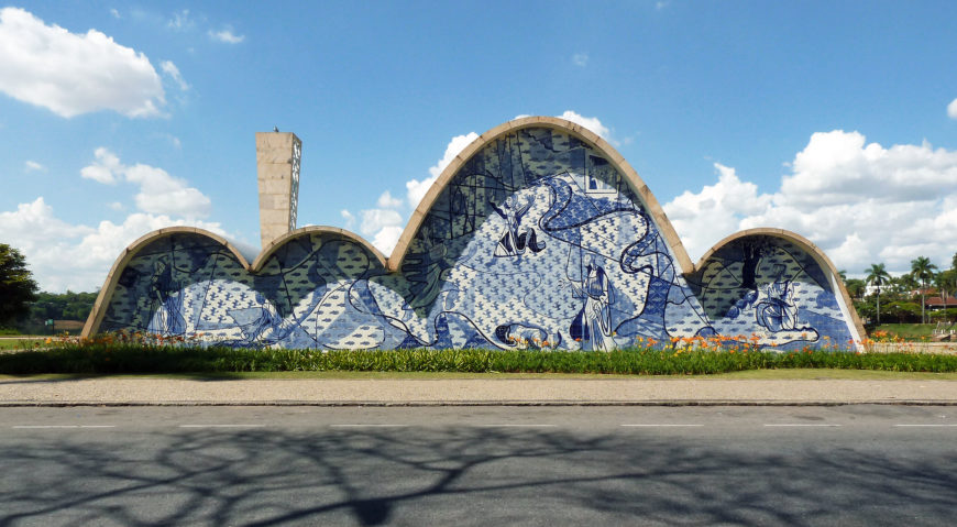 Oscar Niemeyer, Church of Saint Francis of Assisi, completed 1943, Minas Gerais in the region of Pampulha (photo: Edgar Jiménez, CC BY-SA 2.0)