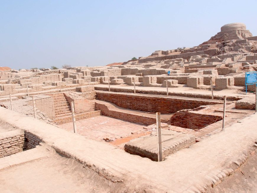 Excavated ruins of Mohenjo-daro, with the Great Bath in the foreground and the granary mound in the background (photo: Saqib Qayyum, CC BY-SA 3.0)