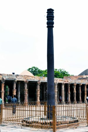 Iron pillar in the courtyard of the Qutb mosque, dated c. 4th—5th century C.E., Qutb archaeological complex, Delhi (photo: Ranjith Siji, CC BY-SA 4.0)