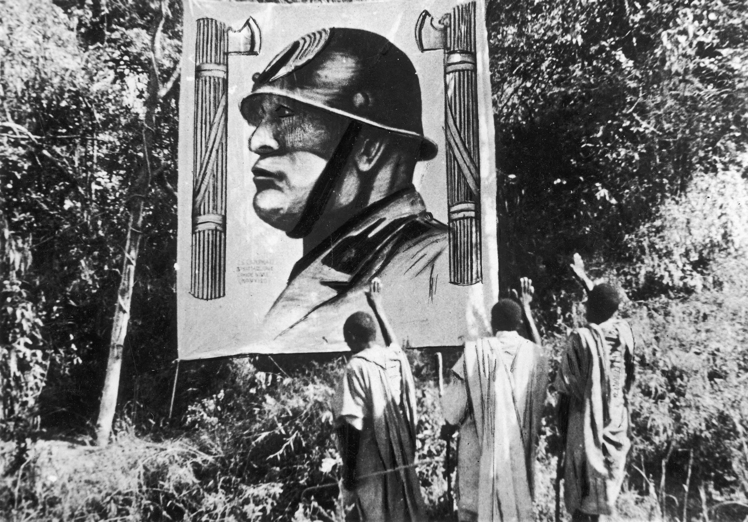 Saluting banner with bust of Mussolini between fasci, Mekelle, Italian East Africa (Ethiopia), 1935 (Archiwa Panstwowe, Poland)
