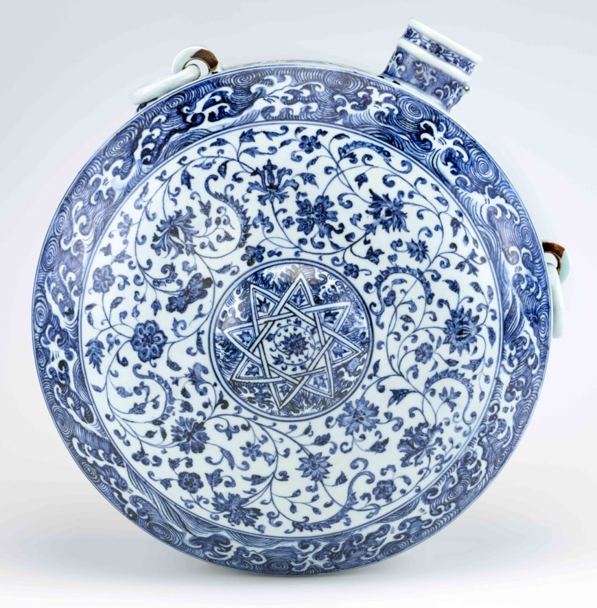 Canteen, Ming dynasty, early 15th century, Jingdezhen ware, porcelain with cobalt pigment under colorless glaze, China, Jiangxi province, Jingdezhen, 46.9 × 41.8 × 21.3 cm (Freer Gallery of Art, Smithsonian Institution, Washington, DC: Purchase — Charles Lang Freer Endowment, F1958.2)