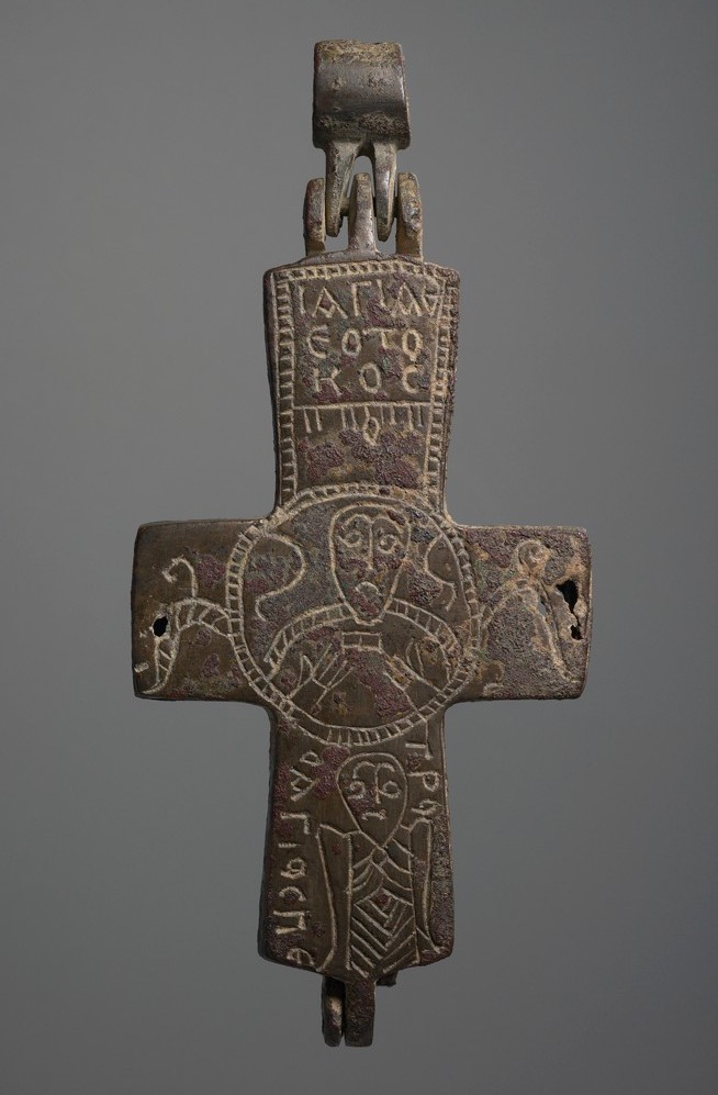 """Pectoral Cross-Shaped Reliquary with Saints, middle Byzantine, 11th century, leaded bronze, c. 11 x 7 x 1 cm (<a href=""""https://hvrd.art/o/304335"""">Harvard University Art Museums</a>)"""