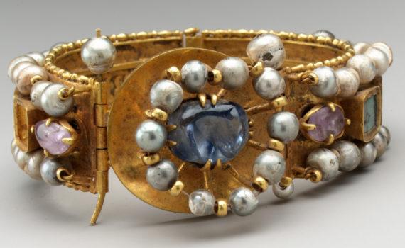 Wearable art in Byzantium