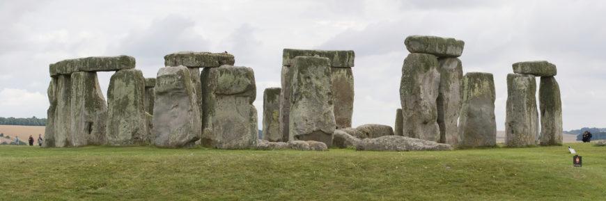 Stonehenge, Salisbury Plain, Wiltshire, England, c. 2550–1600 B.C.E., circle 97 feet in diameter, trilithons: 24 feet high (photo: Maedin Tureaud, CC BY-SA 3.0)