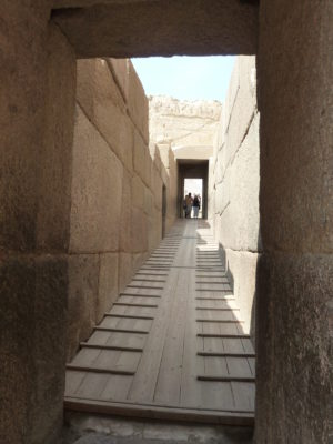 The causeway of the Khafre (Chephren) pyramid complex, taken from the entrance of the Khafre Valley Temple (photo: Hannah Pethen, CC BY-NC-ND 2.0)
