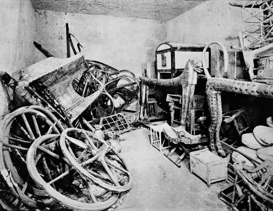 Harry Burton, View of tomb interior, 1922 (Tutankhamun Archive, Griffith Institute, University of Oxford)